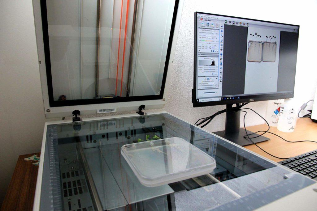 Scanner A3 avec éclairage conjoint